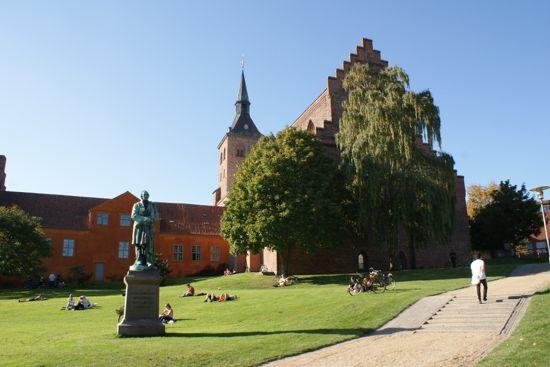 H.C.Andersen i Eventyrhaven i Odense