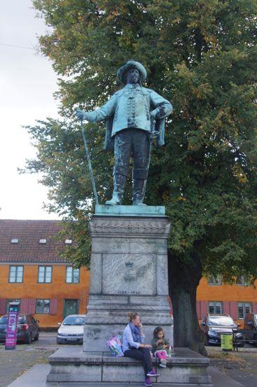 Christian IV skuer ud over Nyboder
